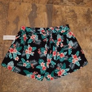 NWT LADIES FLORAL LOOSE FIT SHORTS